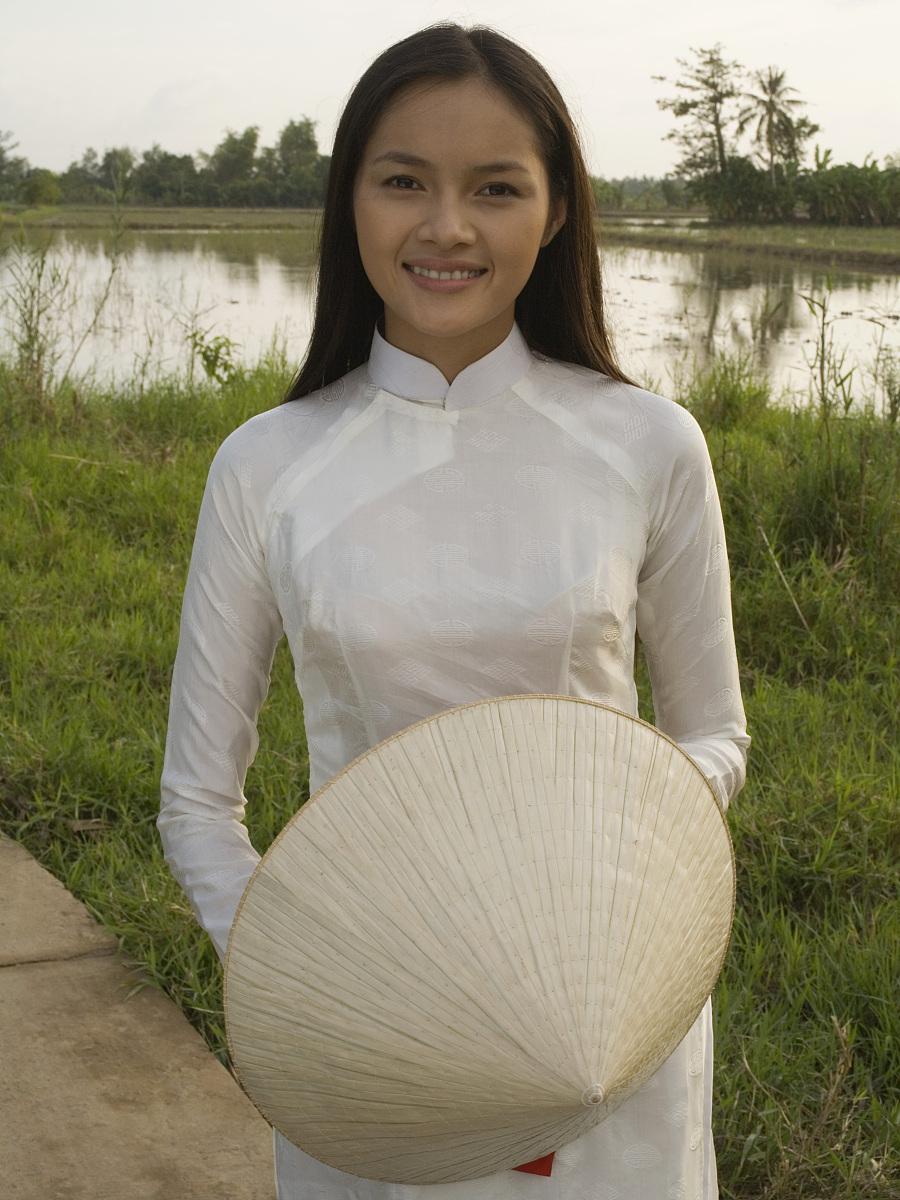 女人�z(�_女子持越南草帽或非拉,越南