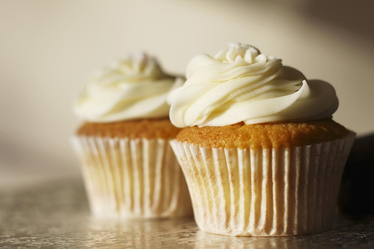 纯奶油蛋糕_两个奶油蛋糕