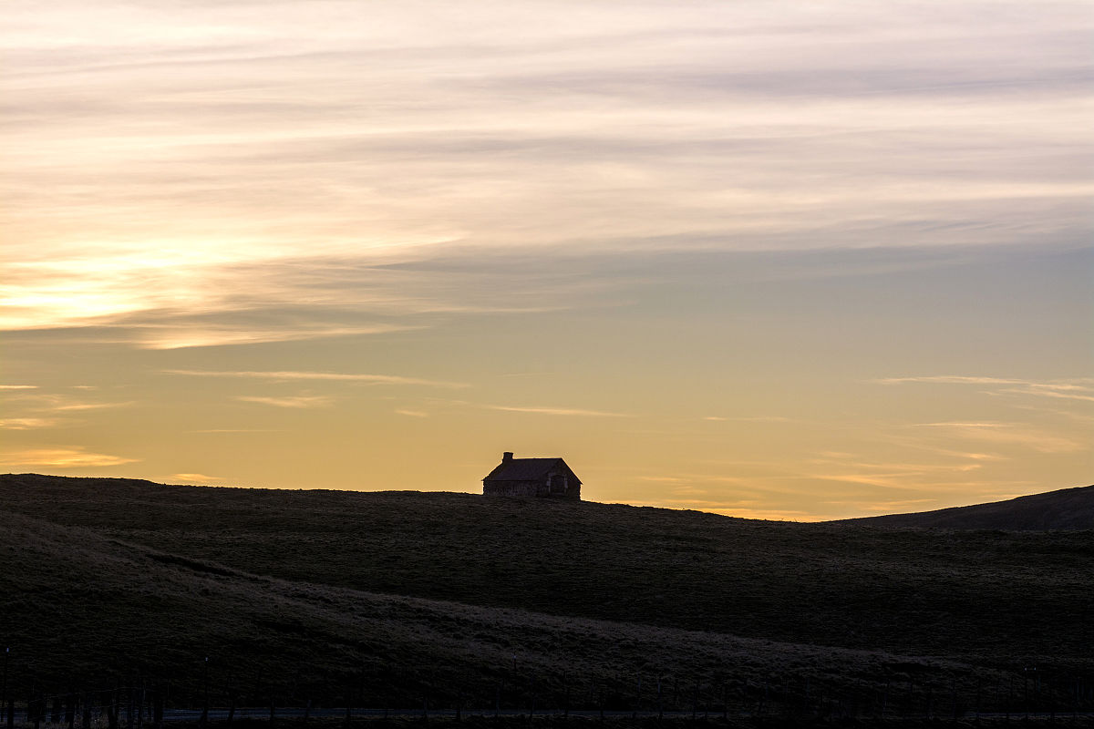 女士衬衣的英�ycez(_在cezallier的农场,山的穹顶,法国