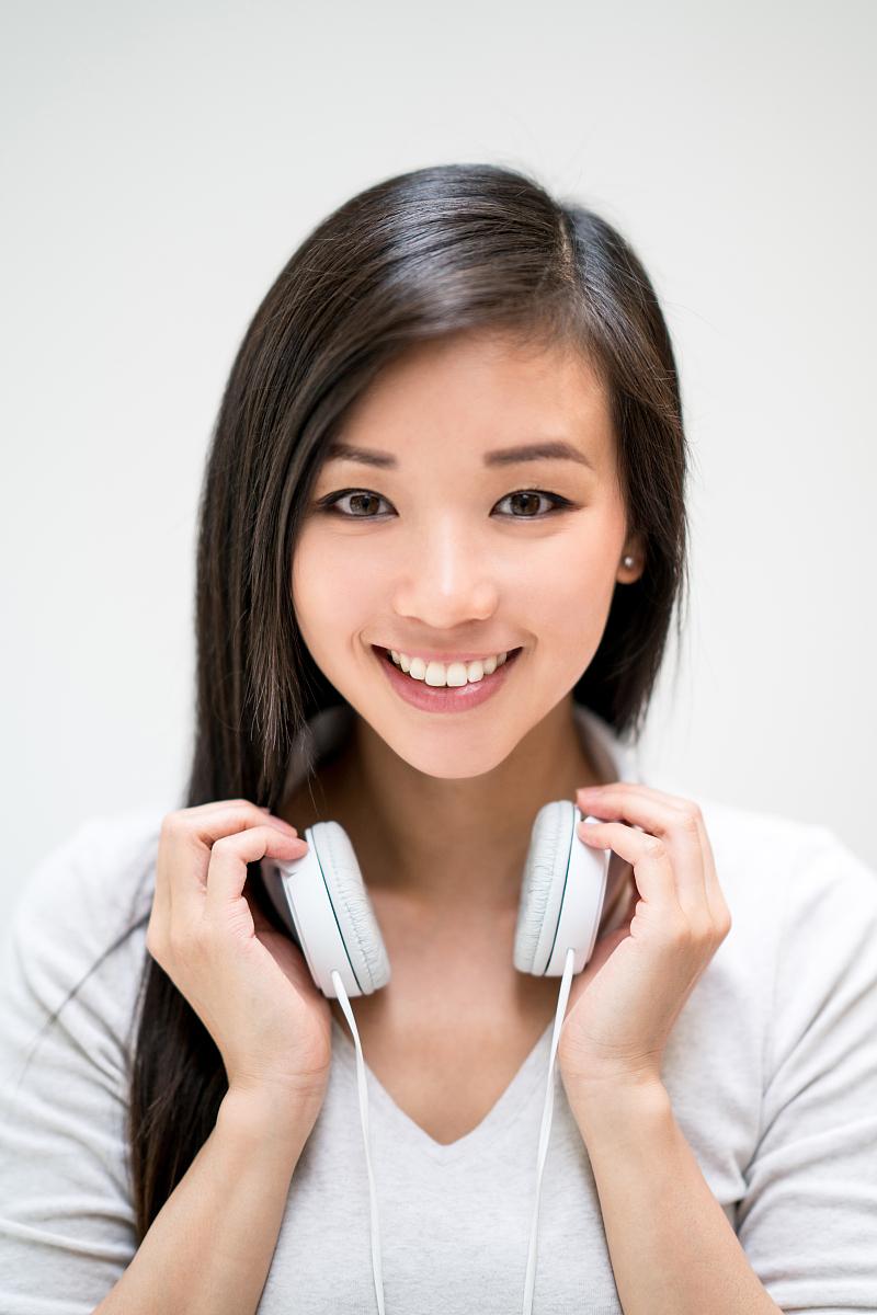 亚州女人�9�'�od9o9f�x�_亚洲女人带耳机