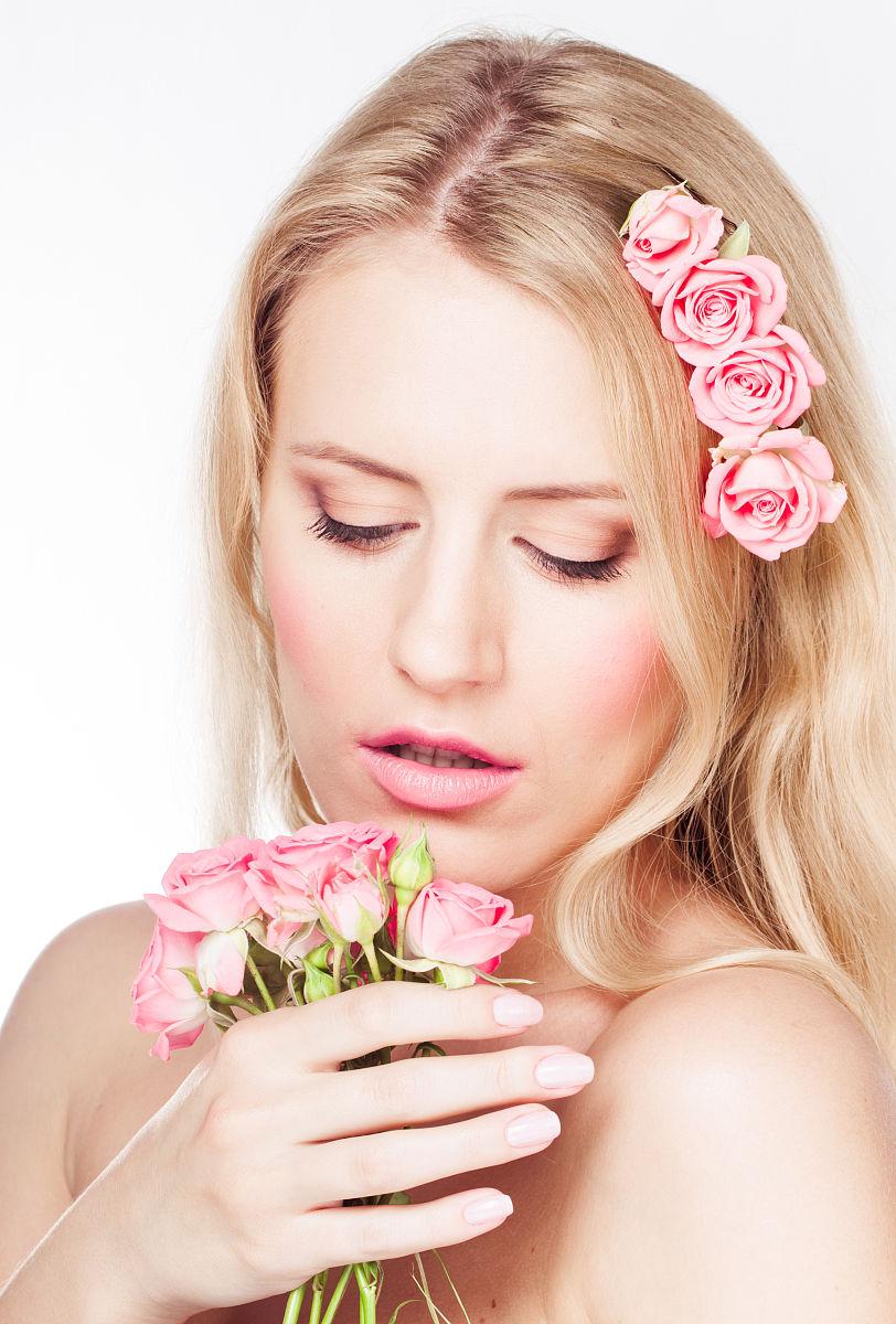 彩妆,成年人,长发,个人随身用品,仅成年人,一个人,女性特质,仅一朵花图片