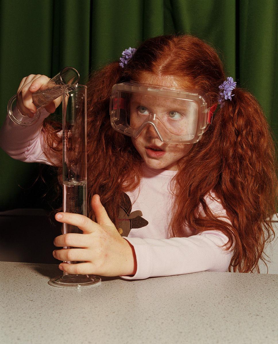 安全的,童年,探索,专心,预期,知识,垂直画幅,摄影,彩色图片,头发长度图片