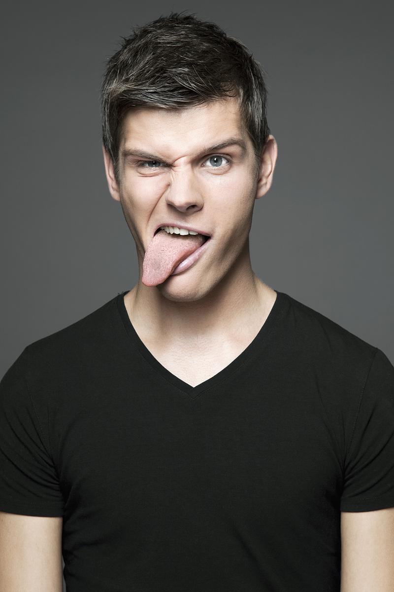 张�9k��n�z-a9��_年轻成人做一张脸