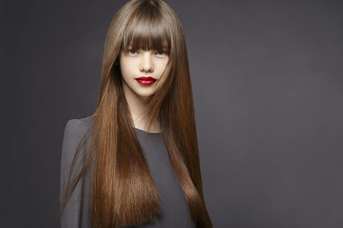 闪亮的,影棚拍摄,注视镜头,半身像,18岁到19岁,直发,长发,棕色头发图片