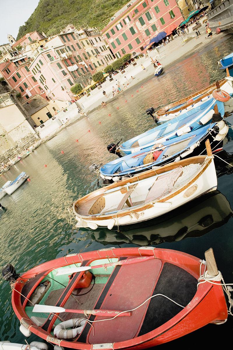 中央五�9il�..��_船停靠在一个港口,意大利里维埃拉,五渔村国家公园广场马可尼,il port