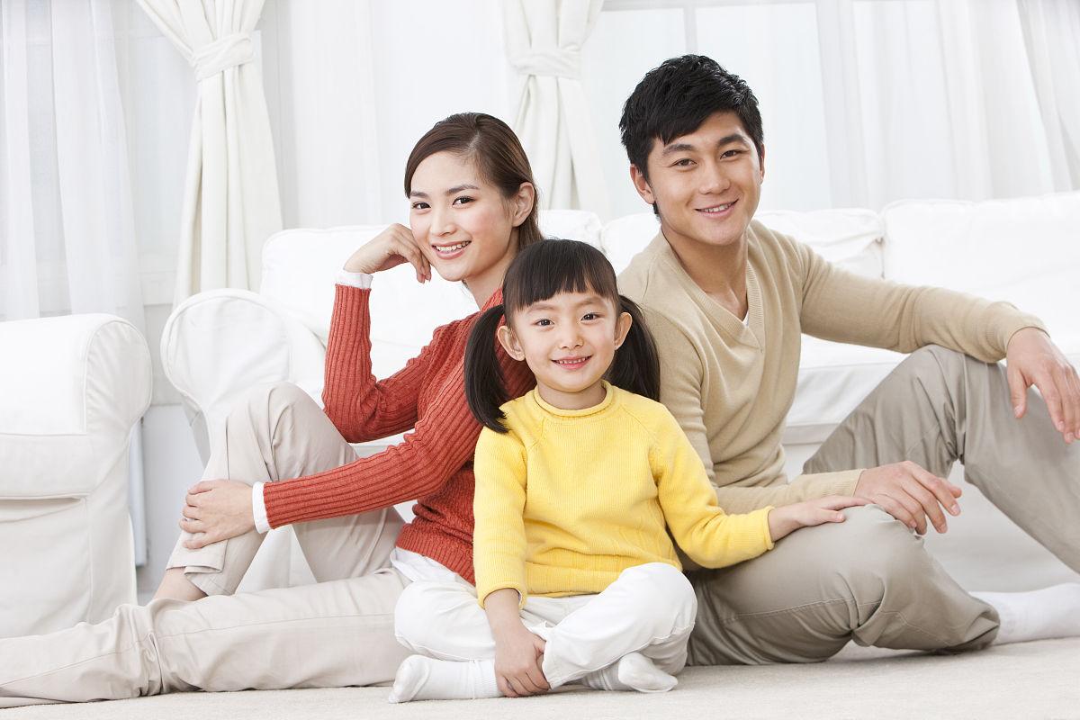 家庭,全家福,温馨家园,相伴,爱,爱的,家,核心家庭,关爱,深情的,年轻图片