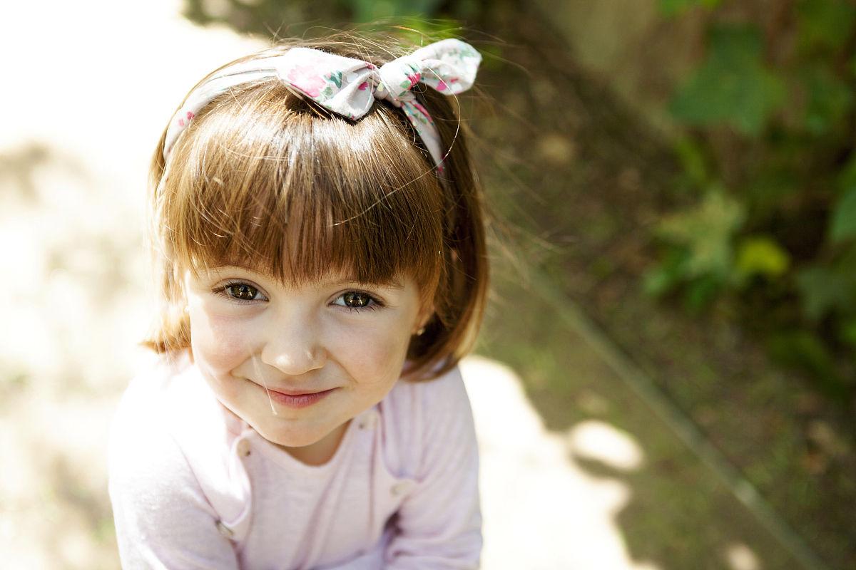 可爱的,仅一个女孩,一个人,肖像,2岁到3岁,仅儿童,蝴蝶结,发型,儿童图片