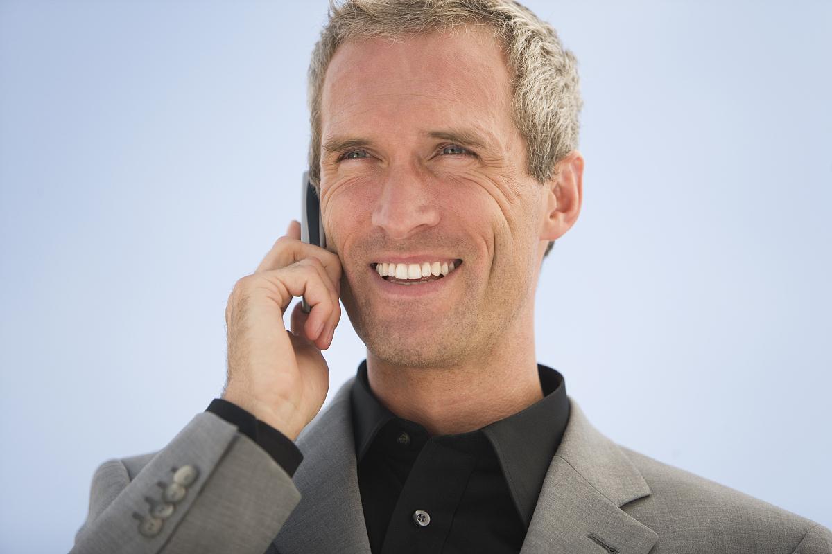 笑�9�9�#��'_商家用手机,微笑,特写