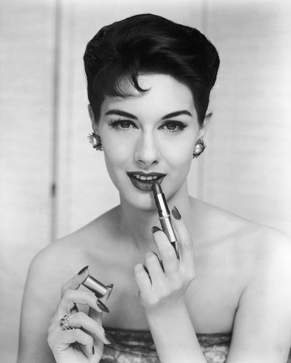 黑发,1950-1959年图片,动物头,仅一个女人,头和肩膀,短发,摄影,与摄影图片