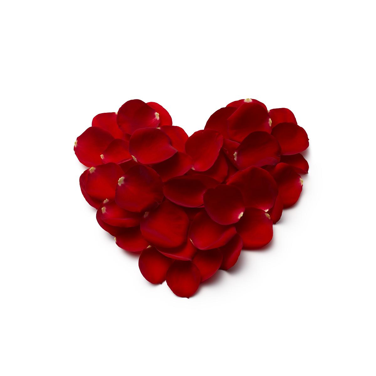 红心形由玫瑰花瓣制成图片