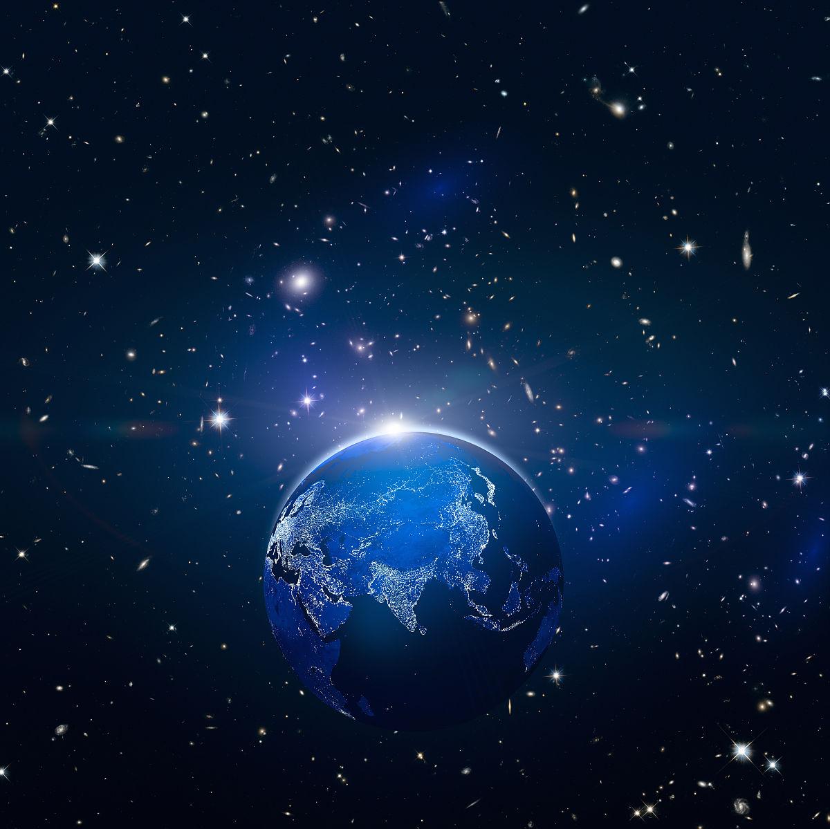 奇幻神秘的宇宙星空和发光的地球