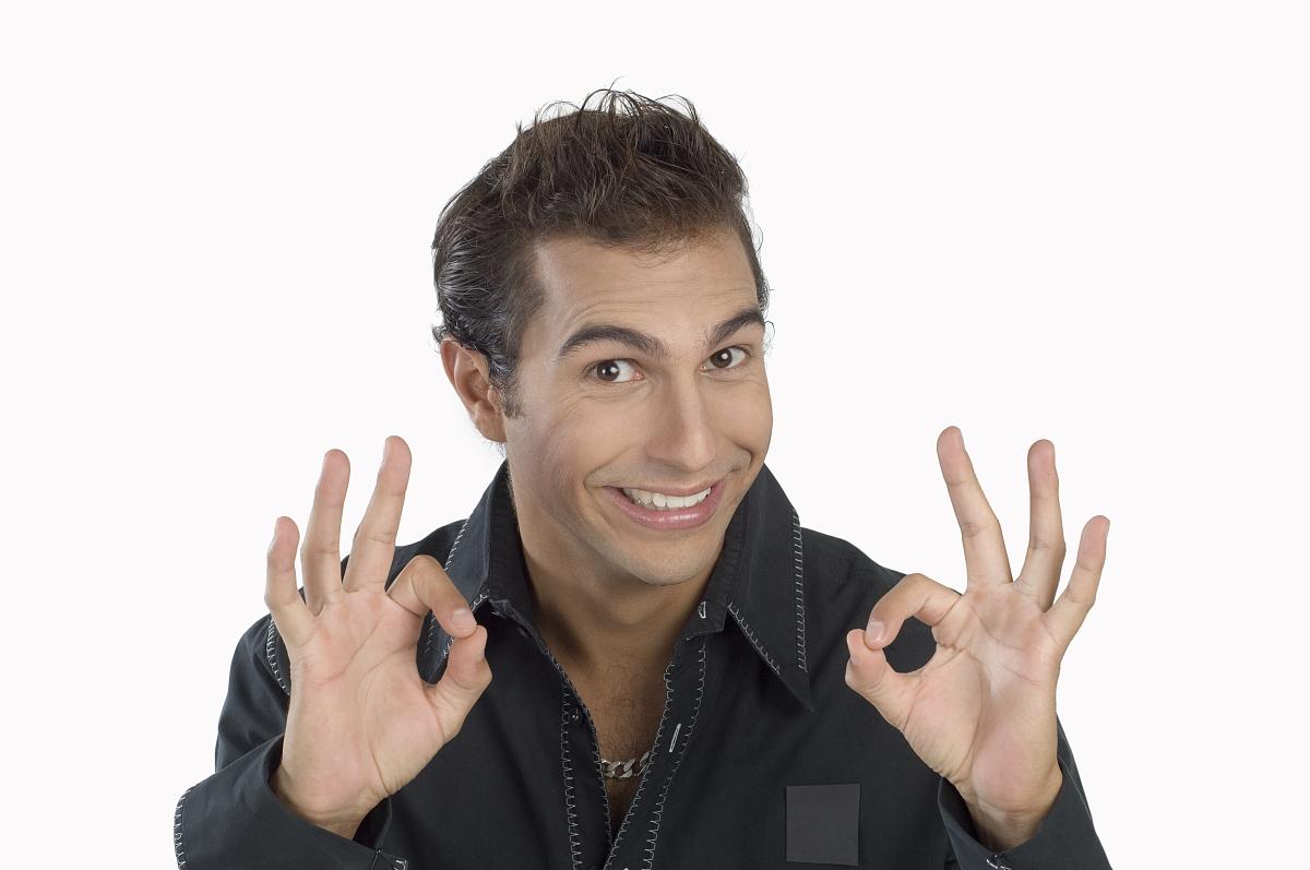 年轻人的手势,微笑,肖像图片