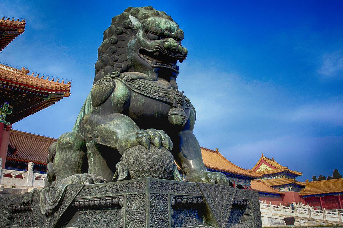 著名的北京故宫门前的石狮子图片