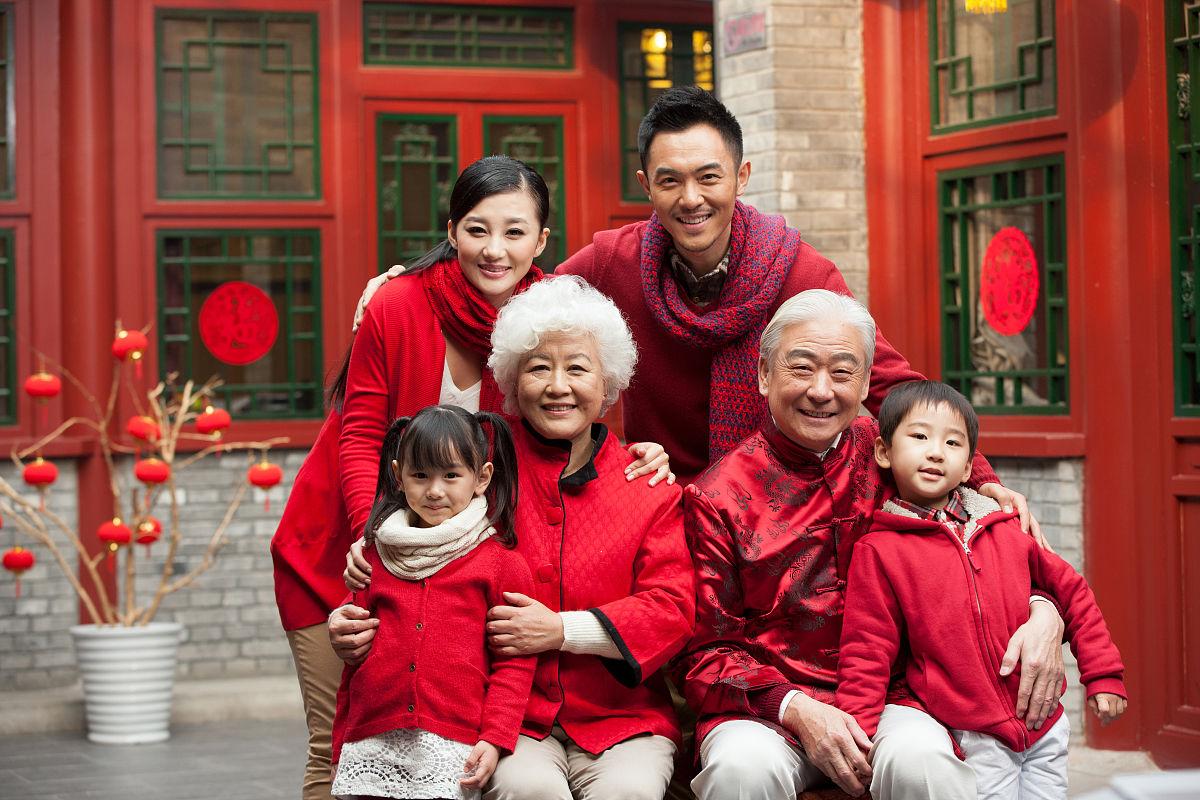 传统庆典,东方人,全家福,四合院,温馨家园,中国元素,亲情,唐装,中式图片