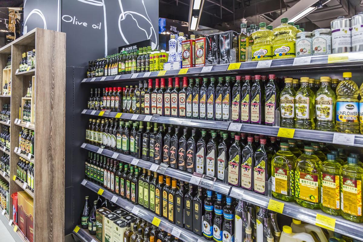 超市货架卖场内景超市过道超市商品卖场超市食用油调味品商品图片