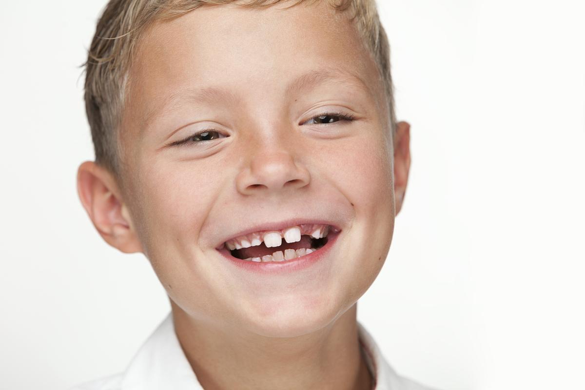 男性,男孩,仅一名男孩,肖像,学龄儿童,摄影,露齿笑,学生,面部表情图片