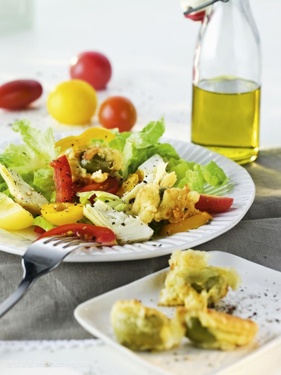 盘子,朝鲜蓟,无人,夏令食物,模糊背景,影棚拍摄,樱桃番茄,素菜,沙拉图片