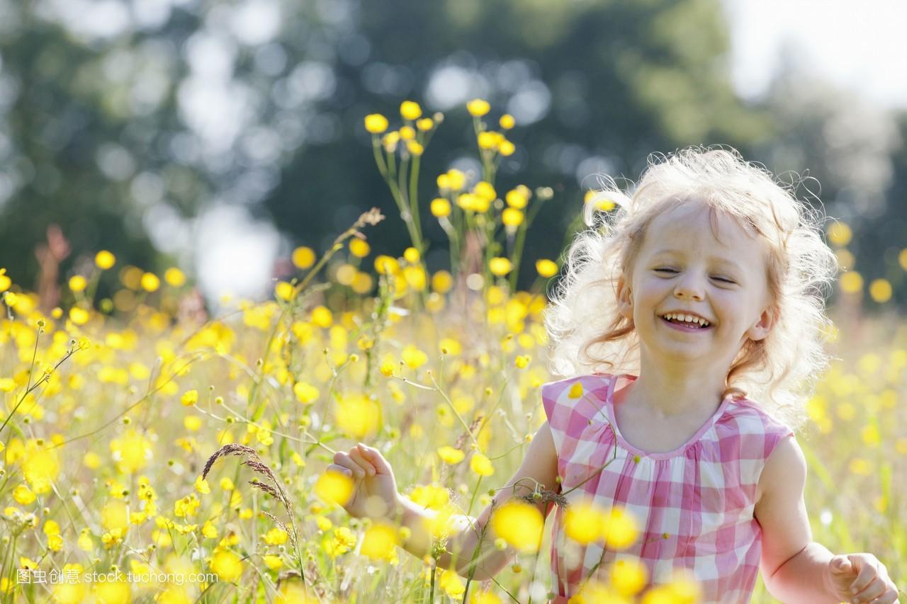 小孩,奼女,肖像,自由,自然,乐趣,玩耍,粉色,放松,花卉,小孩子,家庭图片