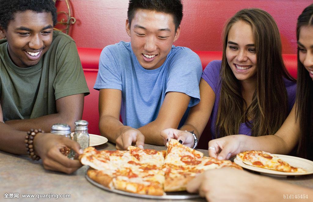 14-15岁,16-17岁,非洲人,期待,亚洲人,餐厅,黑发,白人,彩色照片,外出图片