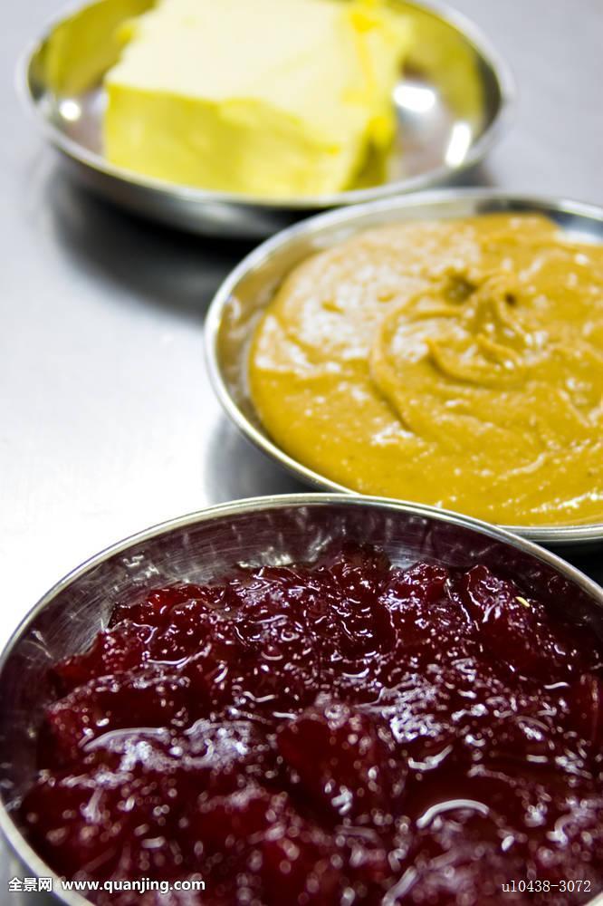 人造奶油的成分_食物,人造奶油,花生,黄油,果酱,盘子,成分,不生锈,钢铁,桌子,餐食