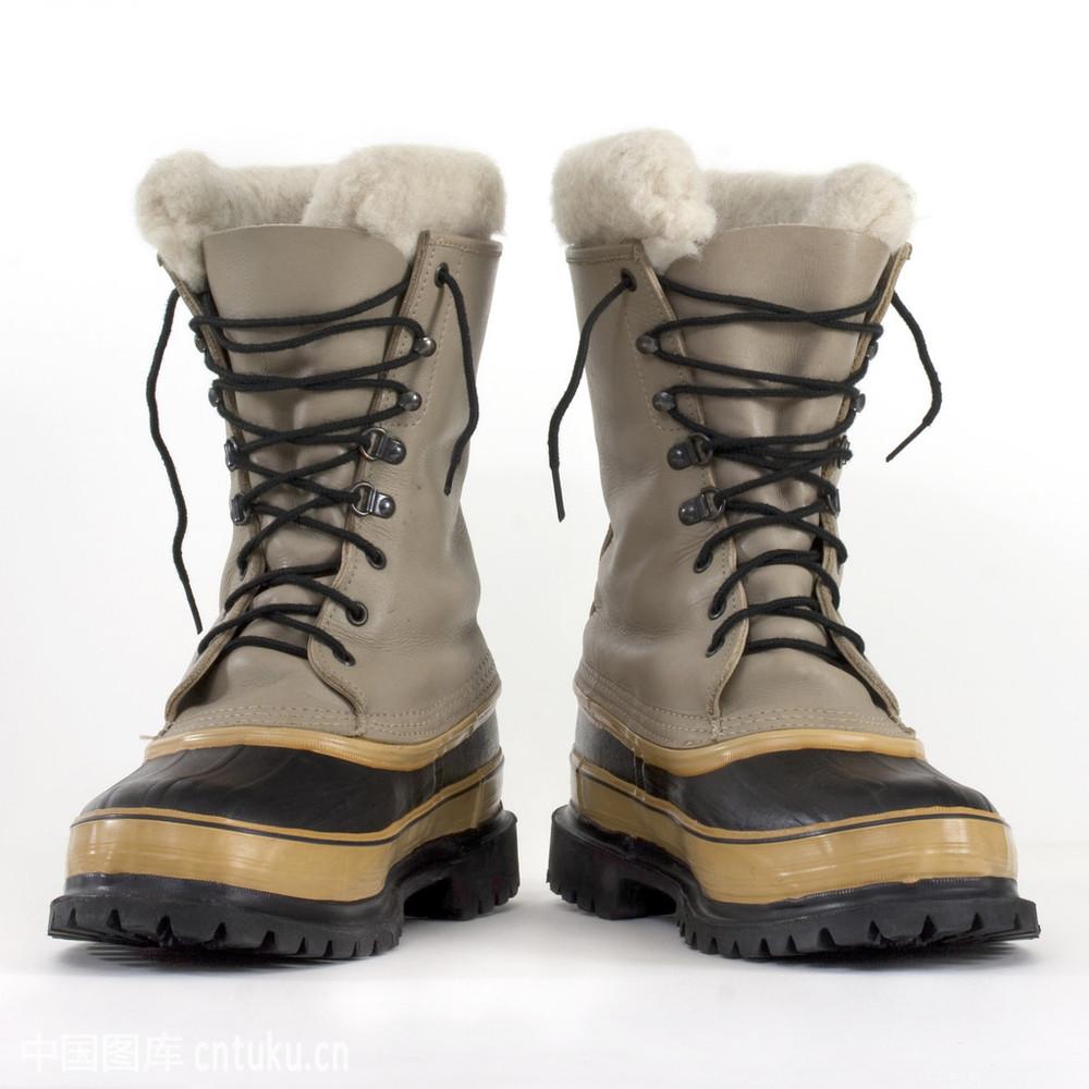 雪地靴哪个牌子最好_沉重的雪地靴