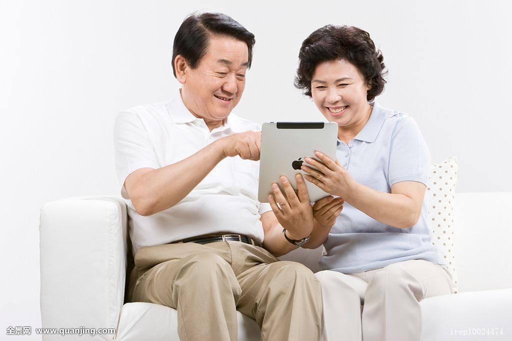 """日本""""出租阿叔""""兴起 退休老人为人""""指点迷津"""""""