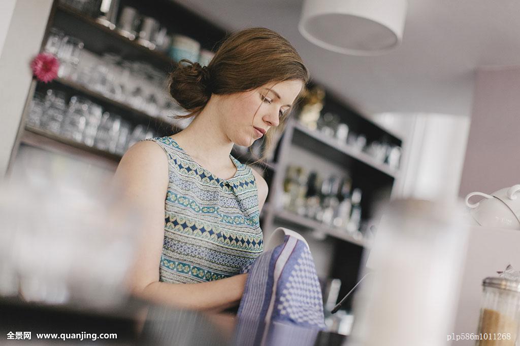 服务员女发型分享展示图片