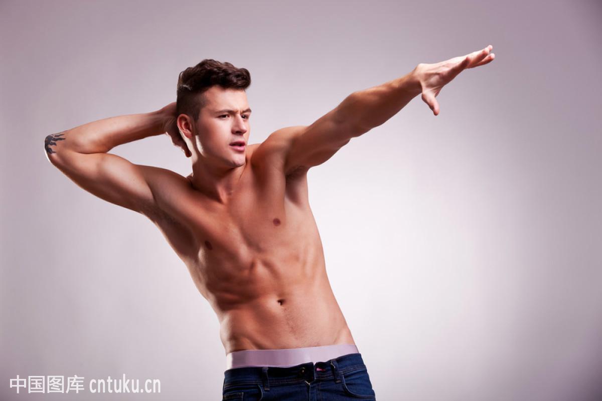 三级裸体模特照片_裸体模特的伸展姿势