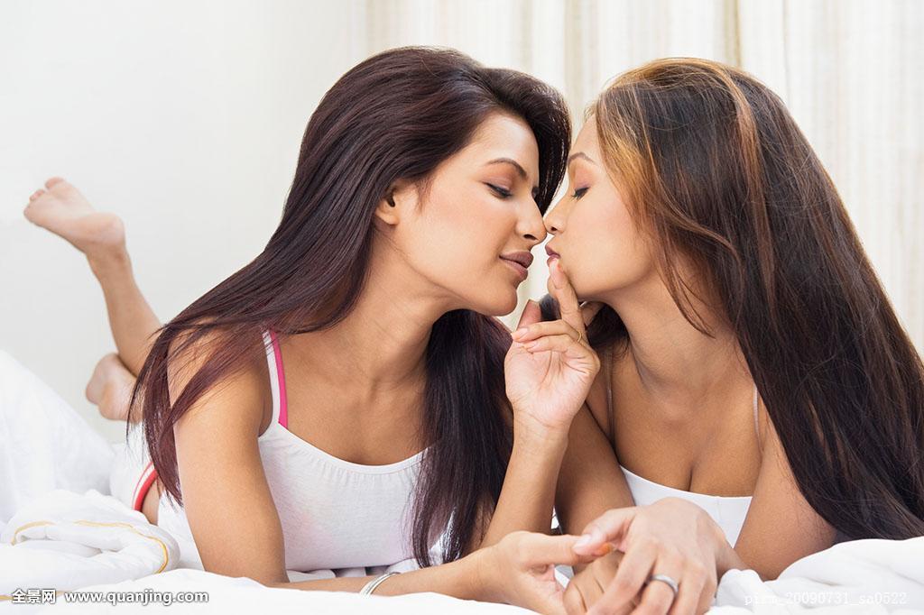 丝袜同性吻_手贴唇,秘密,神秘,隐秘,安静,食指,手势,沟通,印度人,印度,吻,女同性