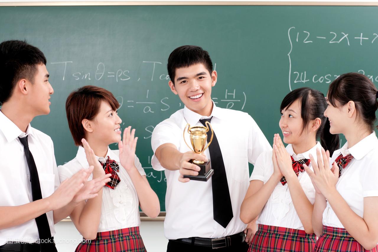 高中学生的团队合作图片