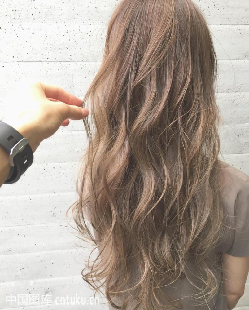 中长烫发发型图片2017 2017流行烫发发型图片 2017卷发发型