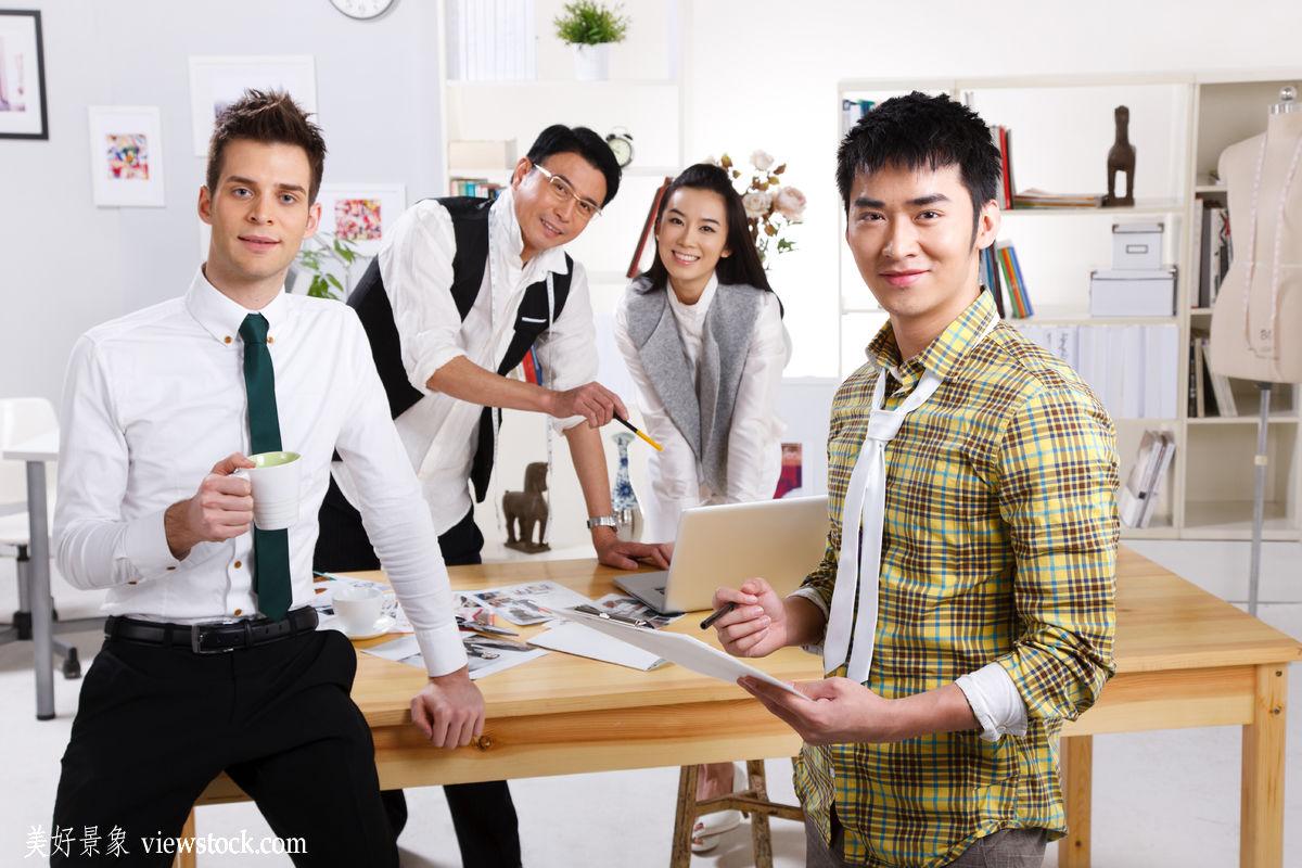 西方人,东方人,装饰物,成年人,白昼,水平构图,办公室职员,商务人士图片