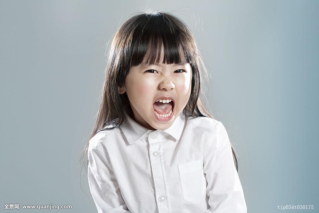 女性,女孩,只有一个女人,衣服,幼儿,种族,张嘴,正面,皱眉,头像,表情图图片