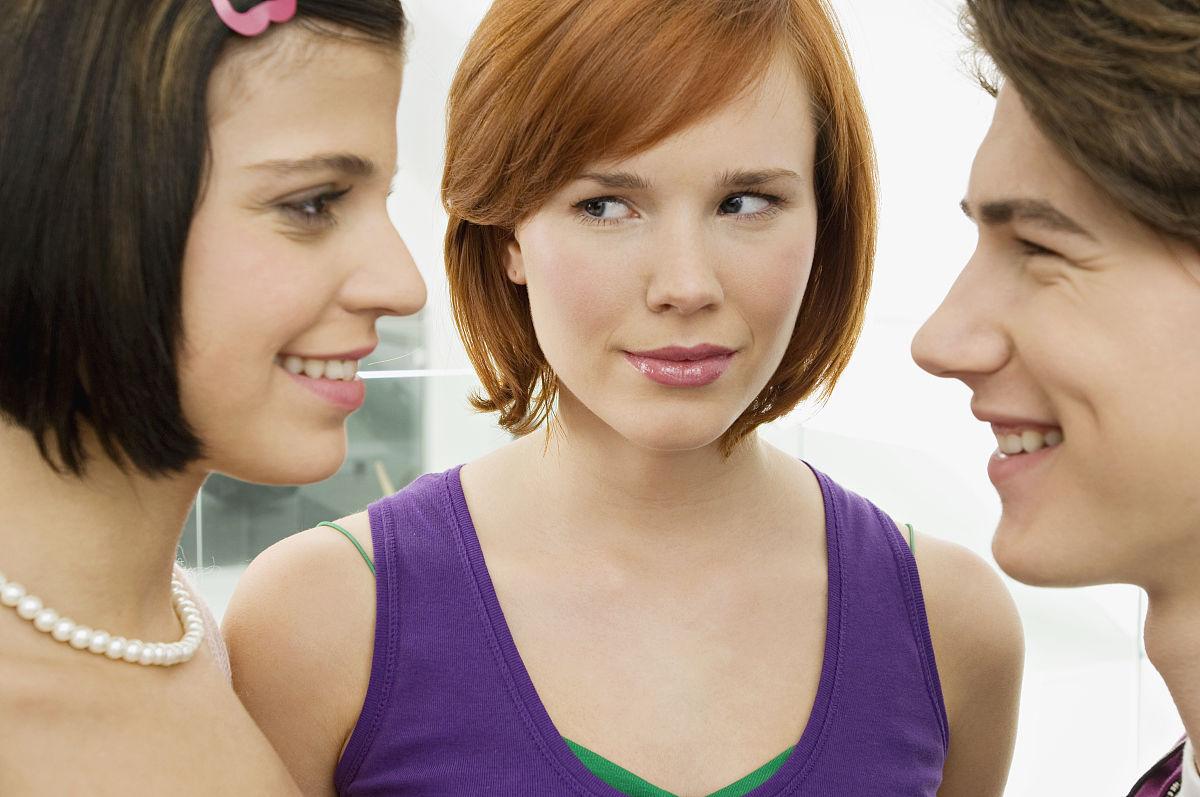 青年人20多岁彩色图片少量人群三个人男少男女女人青年