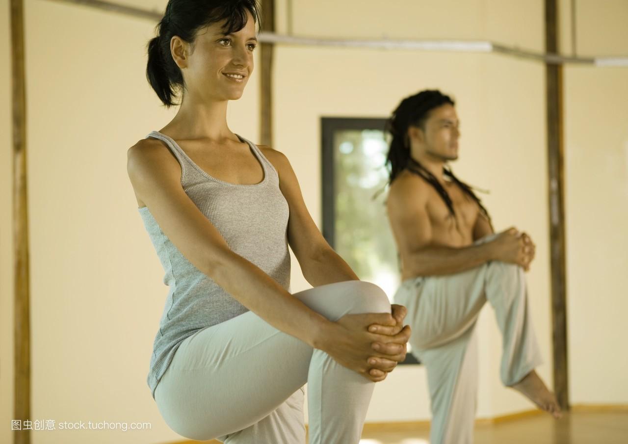 女裸野摸_混血儿,室内,运动,学习,拉丁美洲人,正面四分之三视图,裁切,年青女人