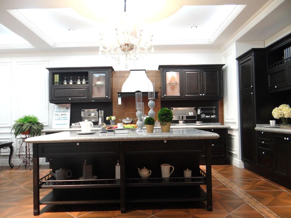 厨房装修,欧式厨房装修,装修设计,厨房效果图,餐桌,欧式橱柜,实木橱柜图片