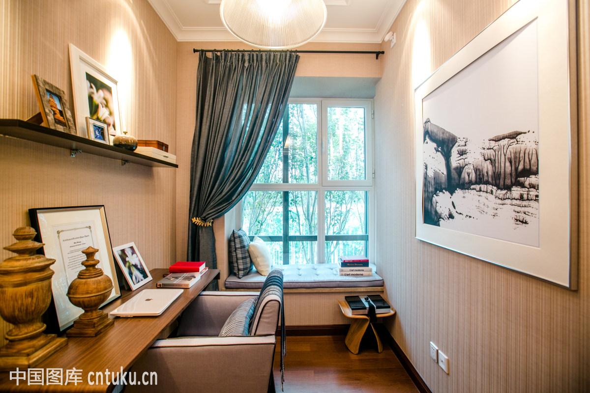 玻璃,彩色图片,出版物,窗帘,灯具,地板,地面,室内,绘画,家具,架子图片