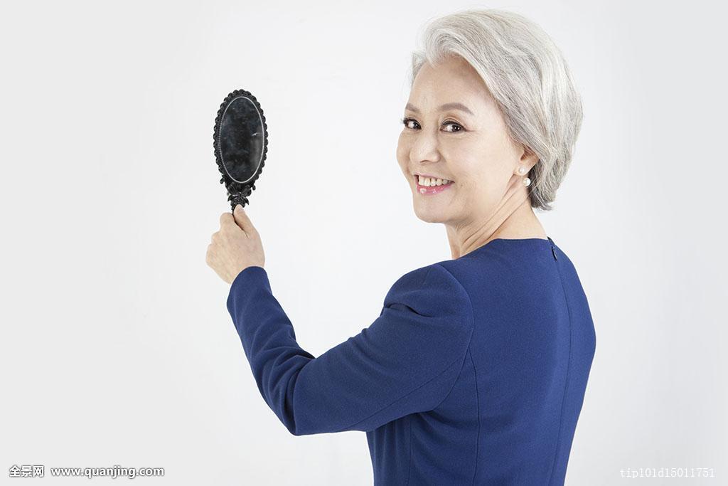 一个,只有一个女人,老年,女人,60-64岁,套装,衣服,整洁,白发,发型图片