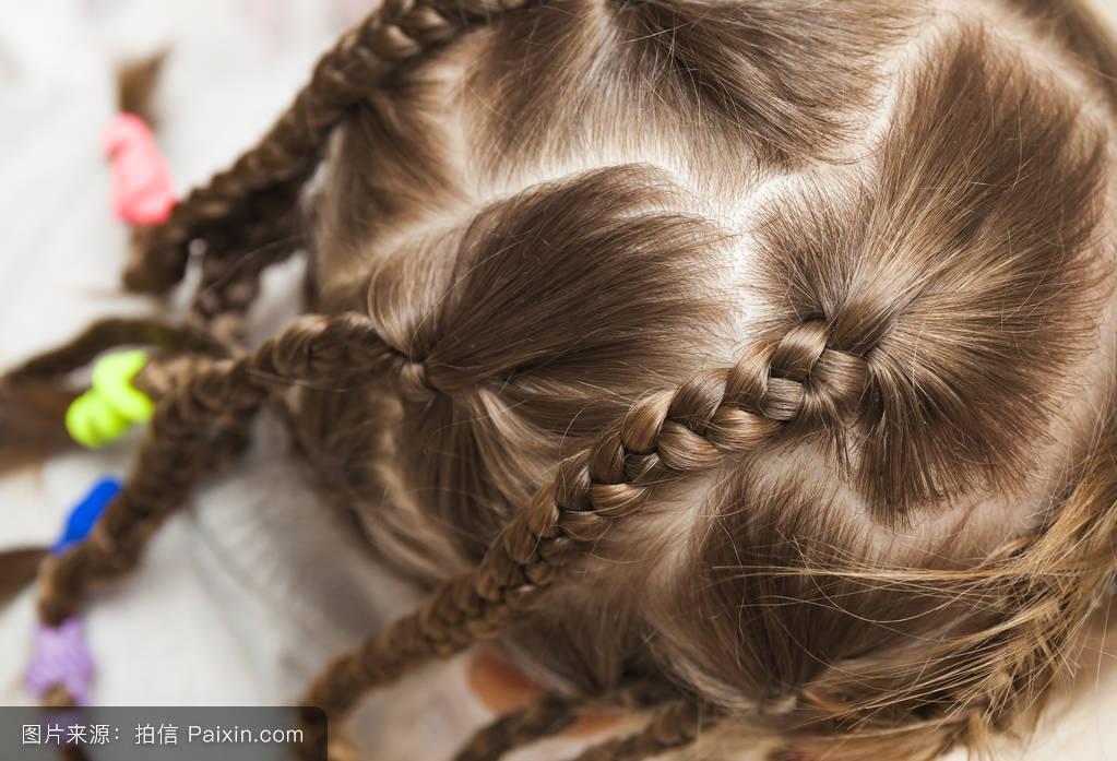 四年级小孩的头发怎么编 小女孩图片