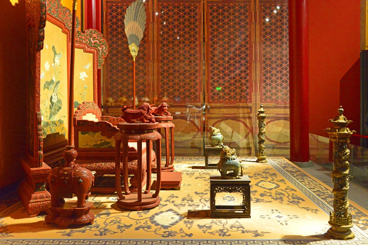 故宫文物,皇帝宝座间,帝王宫殿宝座,剔红嵌玉宝座,剔红嵌玉围屏,剔红图片