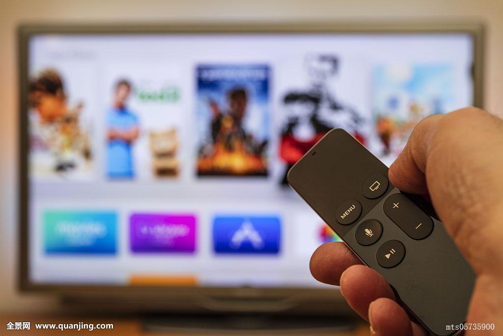 苹果,电视遥控器,电视,独立日,液晶显示屏,上面,电影,模糊图片