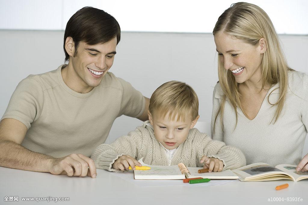妈妈色爸爸色_协助,深色头发,金发,爸爸,闲暇,露齿笑,眼睛,露齿,20多岁,儿童,妈妈