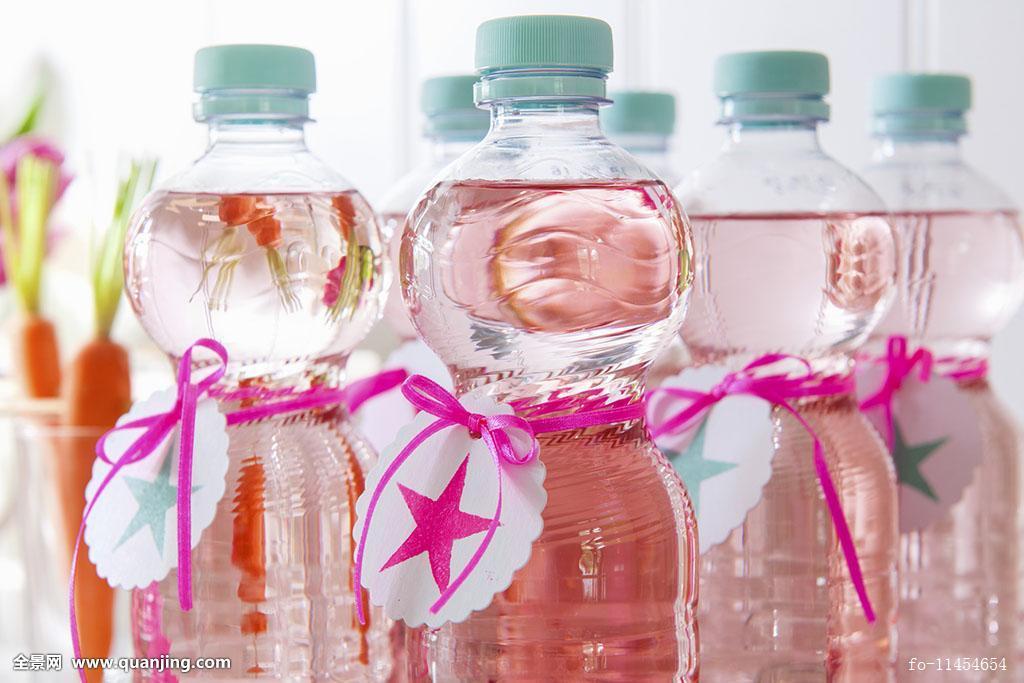 标签,制作,矿泉水,无人,不含酒精,塑料瓶,序列,拖车,透明,水,水瓶图片