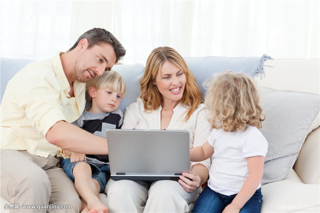 摸妈妈操妈妈�9l#�+_女人,笔记本电脑,电脑,女性,男性,儿子,母亲,妈妈,男孩,少年,女儿