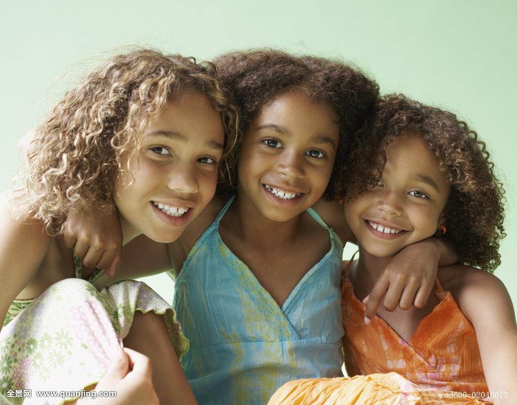 情感,看镜头,运动衣,伙伴,少年,休闲服,非洲血统,青少年,熟悉,非洲人图片