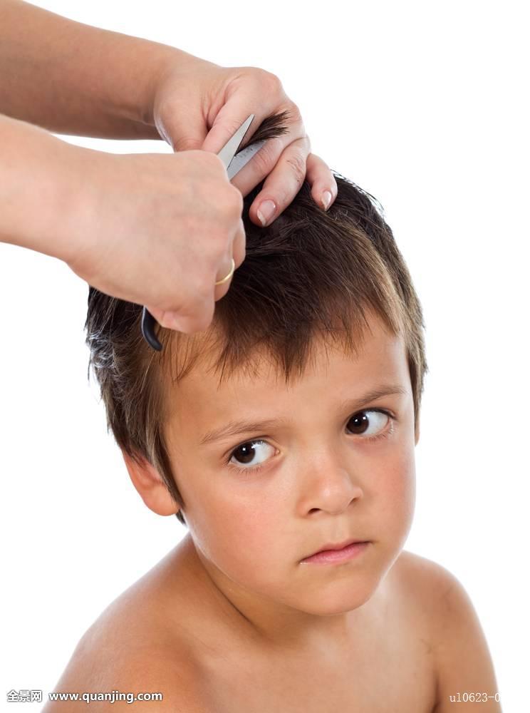 小男孩夏天桃形发型分享展示图片