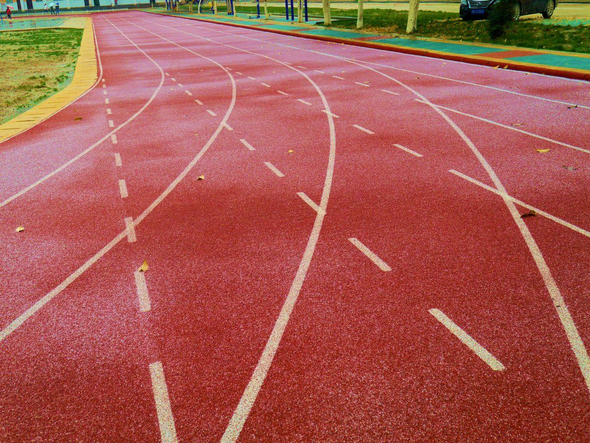 塑胶跑道分几种 怎么区别