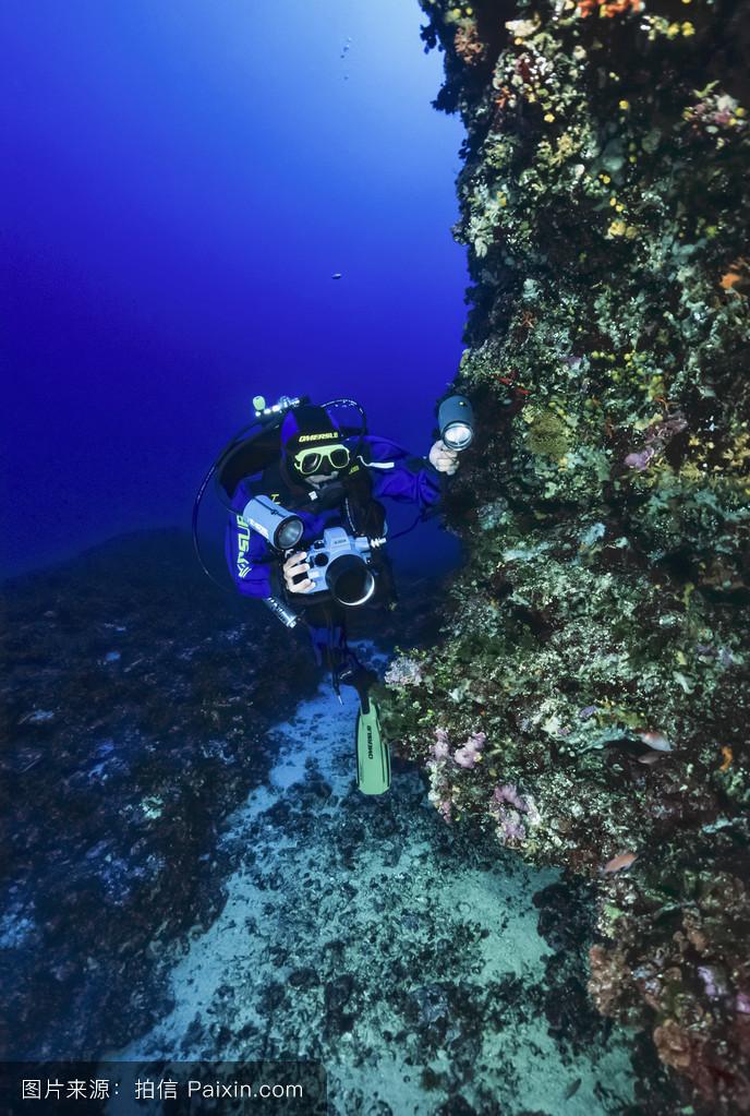 �mu�6_w.照片;2006年6月13日,水下摄影师(胶片扫描)-编辑