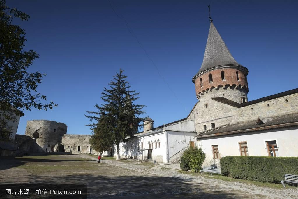 �9an9il�i-9`��f�x�_kamianets podilskyi castle的内庭院%e