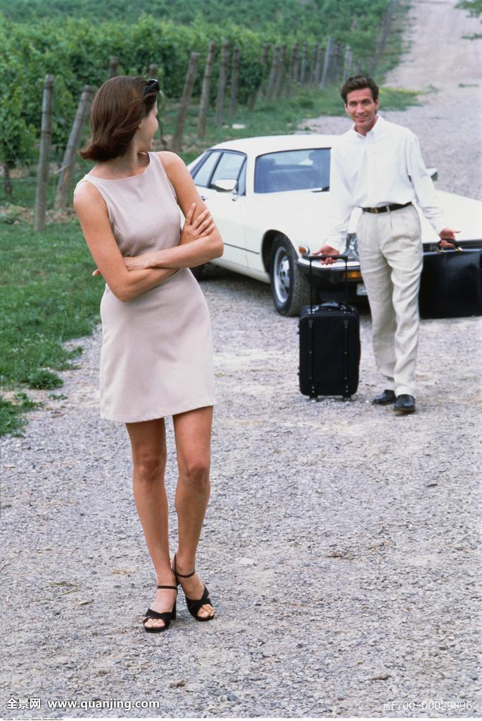 汽车,伴侣,爱人,情侣,人,乡村,乡野,运输,旅行,繁荣,富有,财富,富足图片
